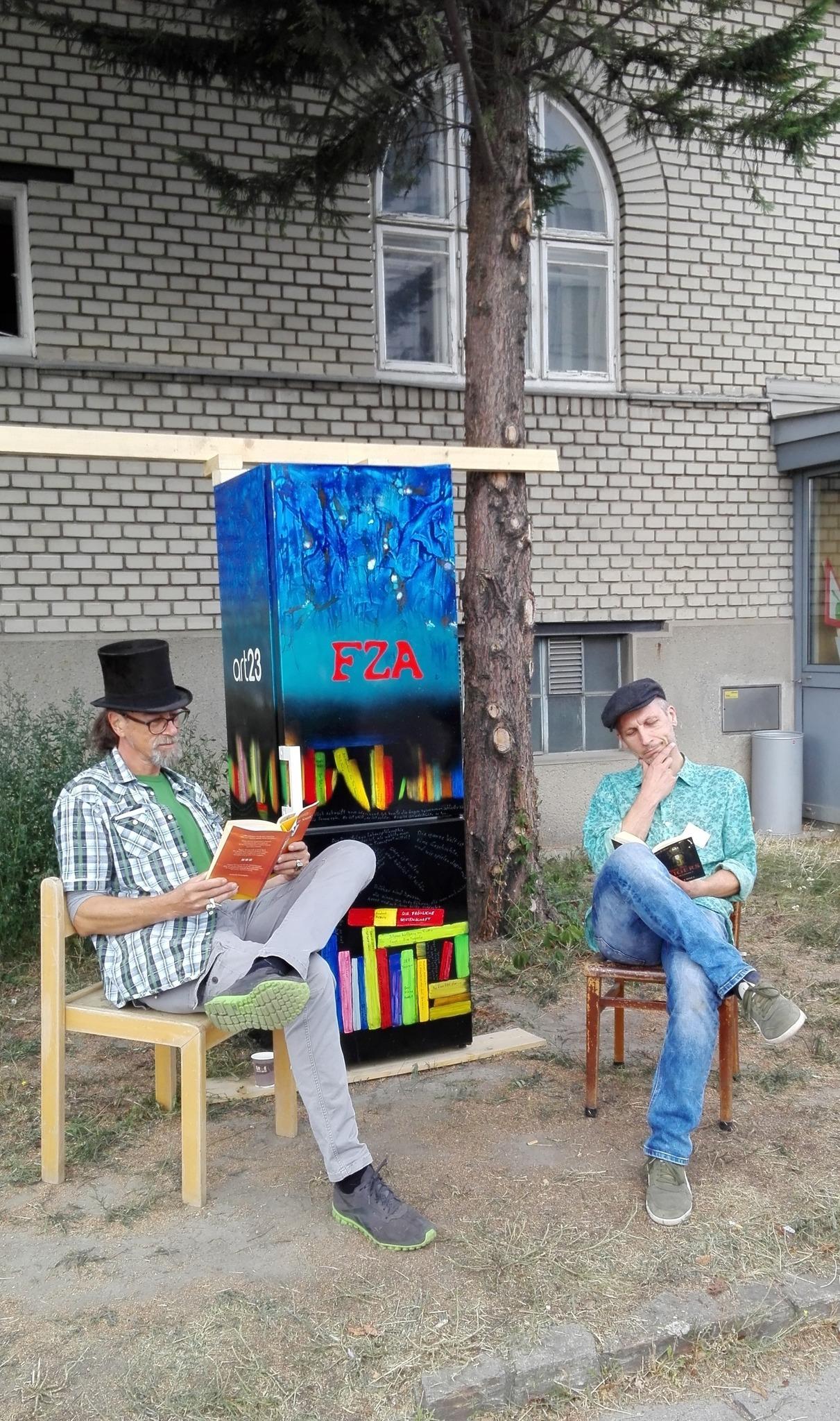 Offener Bücherschrank In Atzgersdorf Liesing