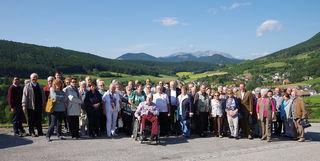 Gruppenfoto aufgenommen auf dem Hügel der Wallfahrtskirche Maria Kirchbüchl