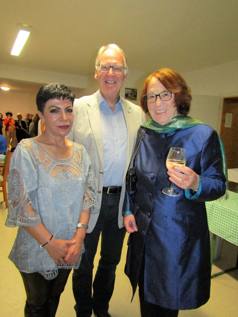 Nahid Bagheri-Goldschmied und Renate Welsh-Rabady mit Karl Müller, Vorsitzender der Theodor Kramer Gesellschaft.
