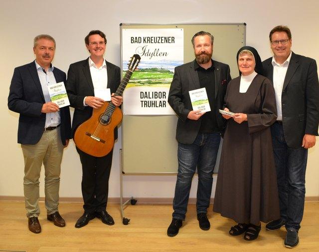 Bürgermeister Manfred Nenning, Musiker Christian Haimel, Buchautor Dalibor Truhlar, Sr. Christian Reichel u. Geschäftsführer Fritz Kaindlstorfer