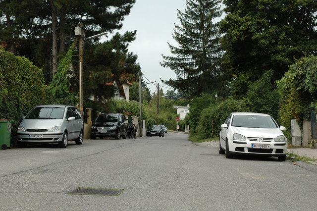 Weil der Schönbrunner Graben zu schmal ist, darf auf beiden Seiten ohne Markierungen eigentlich nicht geparkt werden.
