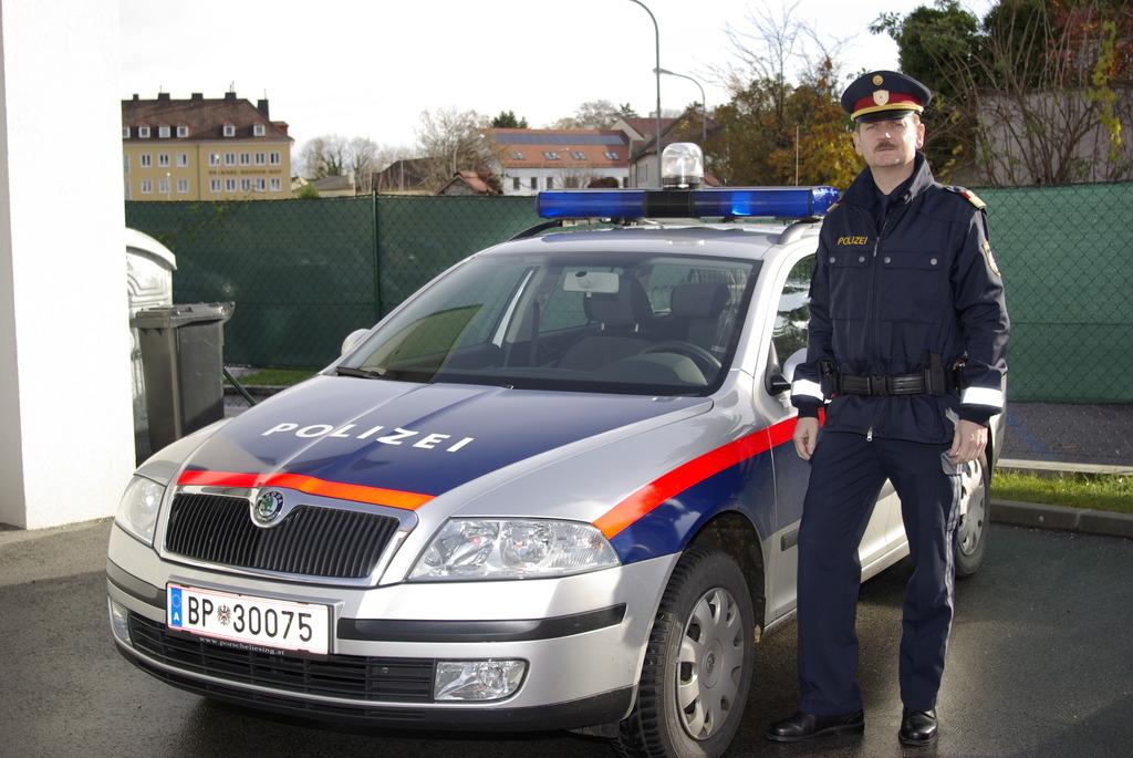 A2 Mann 23 Hechtete Aus Auto Und Wollte Von Brücke Springen