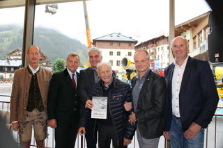 Bürgermeister und Vize-Bürgermeister mit LAbg. Scharfetter, den Bergbahnen-Chefs und Pionier Anton Knapp.