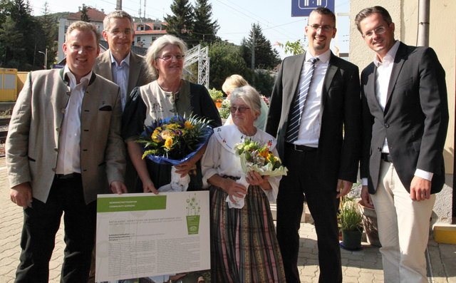Edith Czernilofsky Augustine Mühlehner, Edith Czernilofsky, Stadtrat für Biodiversität Roland Honeder und Bürgermeister Stefan Schmuckenschlager.