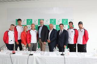 Landesrat Michael Strugl, Bgm. Andreas Rabl, Verantwortliche des Tennisverbandes und Mitglieder des Davis-Cup-Teams.