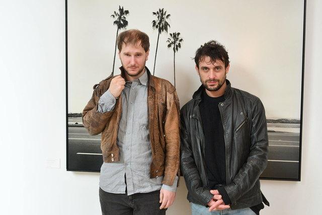 Im Hotel Triest: Sänger Marco Wanda und Gitarrist Manuel Poppe (r.) posen, was das Zeug hält.