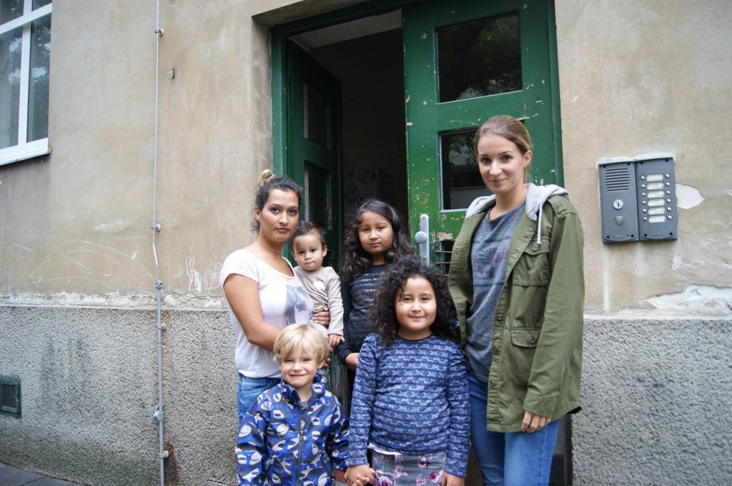 """Die Familien Ramic und Zanger von der Nachbarstiege sind verzweifelt: """"Für uns ist das wegen der Kinder ein großes Problem."""""""