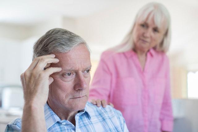 Vergesslichkeit trifft im Alter viele - aber sie kann auch ein Warnhinweis auf eine Demenzerkrankung sein.
