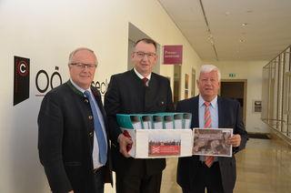 2.500 Unterschriften gegen die ÖBB-Trassen Verlegung: Franz Reisecker, Hans Lughammer und Jakob Auer.