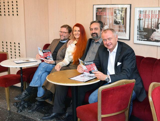 Vizebürgermeister Gerhard Wannenmacher, Christina Saginth, Bruno Max und Bürgermeister Hans Stefan Hintner (von links) freuen sich auf die neue Theater-Saison.