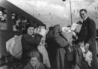 """Josef Steinkelderer gilt als der erste Caritasdirektor der Diözese Innsbruck. In Band 3 von """"notae"""", den historischen Schriften aus der Diözese Innsbruck, werden erstmals geheime Briefe des Priesters mit seinen Erfahrungen in den KZs Sachsenhausen und Dachau veröffentlicht."""