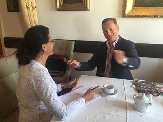 Redakteurin Karin Zeiler beim Interview mit Gunther Frank.