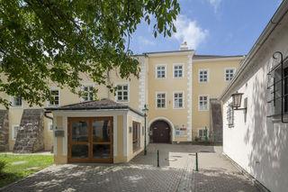 Haupteingang Schloss Purkerdorf an der Nodost-Seite.