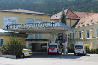 Der Praktikant wurde von der Rettung in das Krankenhaus Friesach gebracht