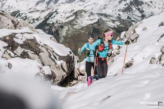Die Power Girls Ina Forchthammer und Sarah Dörschlag haben 267 Kilometer und 15.000 Höhenmeter in sieben Etappen absolviert.