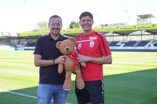 Andreas Protil (GF Stadtmarketing Traun) und Oliver Glasner (Trainer LASK).