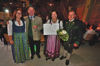 Von links: GR Monika Rathmair, Johann Ziegelböck, Hermine Ziegelböck, Bgm. Thomas Steinerbeger