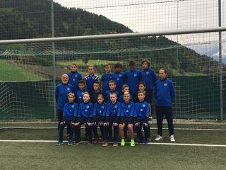 Die U11 vom TSV St. Johann mit den Trainern Rudi und Özer.