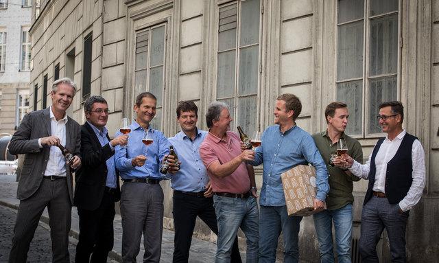 Acht Privatbrauereien arbeiten Hand in Hand. Im Bild von links: Karl Schwarz, Josef Rieberer, Klaus Möller, Heinz Huber, Ewald Pöschko, Josef Sigl, Hubert Stöhr und Karl Trojan.