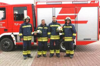 Andre Samer (li.), Raimund Lippsky, Klaus Matthias und Kommandant Hannes Langman präsentieren