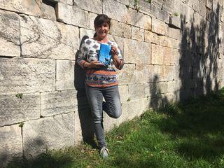 """Carmen Zippusch alias Ursula Antonitsch hat ihre Jugendzeit im Kloster kritisch in der Autobiografie """"Das schwarze Schaf im Kloster"""" aufgearbeitet"""