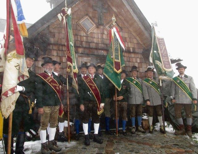 Zum 90-jährigen Bestehen des Kreuzes am Hochgründeck stand die Bergmesse heuer ganz im Zeichen des Gedenkens an verstorbene Kameraden im 1. Weltkrieg.