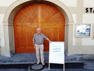 Georg Sayer lädt zu einer interessanten Ausstellung ins Trauner Heimatmuseum.