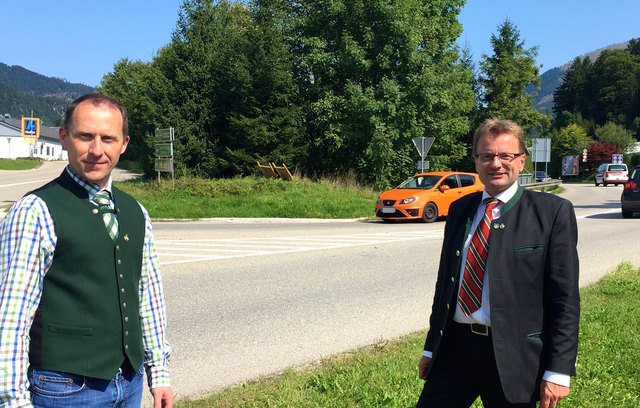 Stadtrat Andreas Laimer und Bürgermeister Hannes Heide streben neue Projekte zur Verkehrssicherheit in Bad Ischl an.
