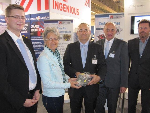 Karl Baumgartner (Intensa), Landesrätin Petra Bohuslav, Geschäftsführer Wolfgang Hodulik, Günther Jordan (Intensa) und Erik Bartak (Intensa).