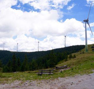 Der Windpark Pretul umfasst 14 Windenergieanlagen und versorgt jährlich 22.000 Haushalte mit Strom aus erneuerbarer Energie.