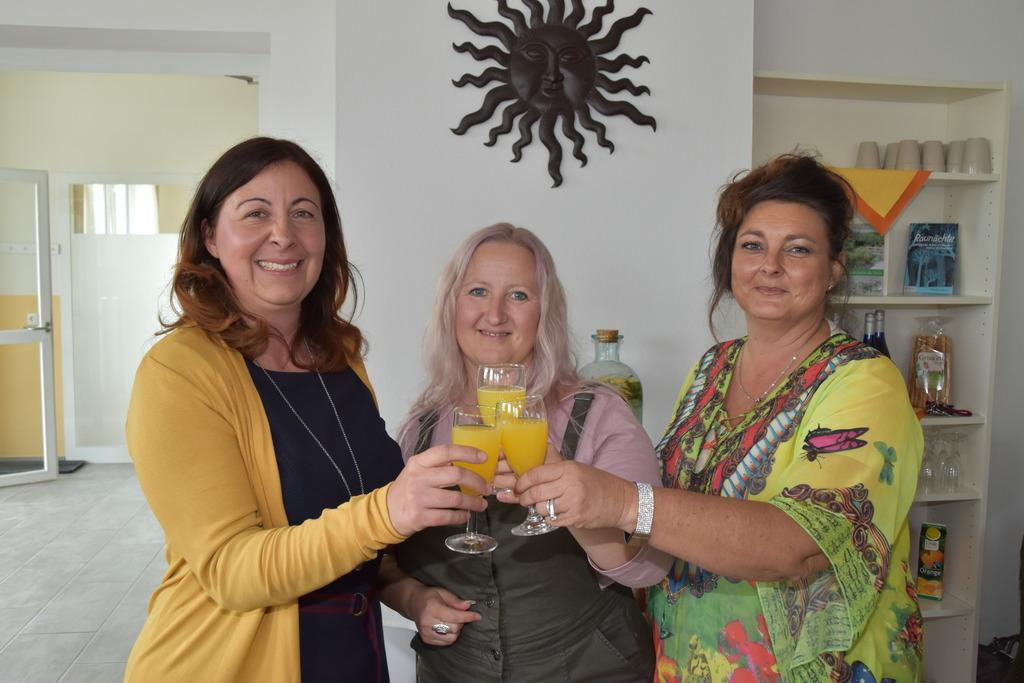 Initiatorin Isabell Racz (l.) feierte die Eröffnung zusammen mit Susanna Pruckner (M.) und Elke Longin.