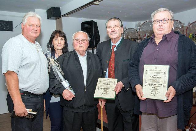 Karl Klugmayer, Silvia Drechsler, Franz Knoll, Ferdinand Rubel und Gerhard Stelzl (von links) bei der Ehrung im Rahmen der 40 Jahr-Feier des Vereins zur Erhaltung der Kolonie.