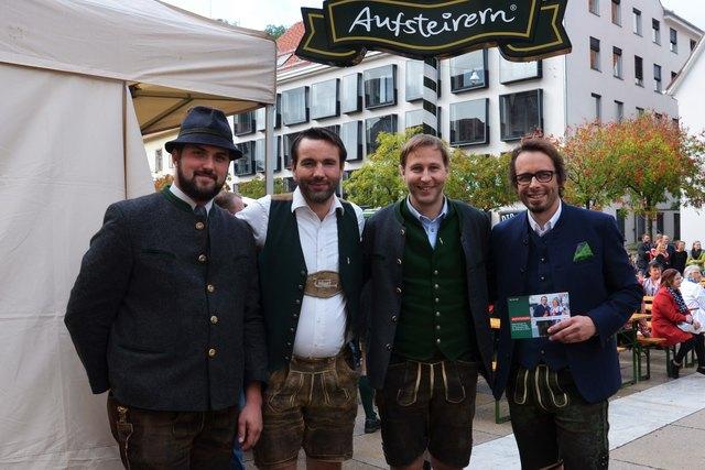 AUFSTEIRERN 2017: ORF-Moderator Daniel Neuhauser, Volksliedwerk-GF Christian Hartl, Johann Schiestl (v.re.).