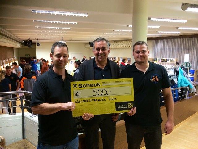 Übergabe des Spenden-Checks an den Obmann des Jenbacher Sozial-Ausschusses...