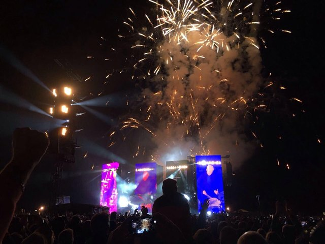 Zum Abschied gab es ein Feuerwerk. Foto: Wieser