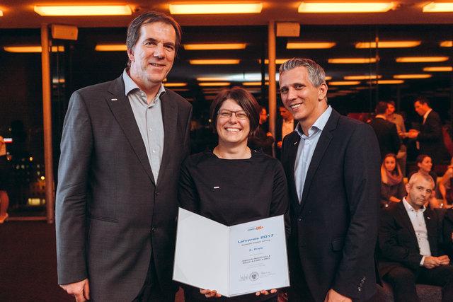 FernFH-Kollegiumsleiter Martin Staudinger, Preisträgerin Ingrid Wahl, FernFH-Geschäftsführer Axel Jungwirth