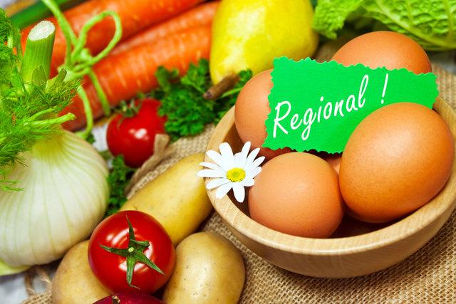 Zahlreiche Landwirte im Bezirk bieten ihre Produkte Ab Hof zum Verkauf an. Hier finden Sie eine aktuelle Liste (kein Anspruch auf Vollständigkeit).