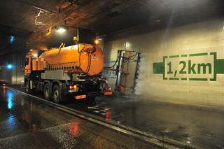 Im Oktober werden Tunnelwäschen durchgeführt. Um unnötige Verkehrsbehinderungen zu vermeiden, werden sie in der Nacht durchgeführt.