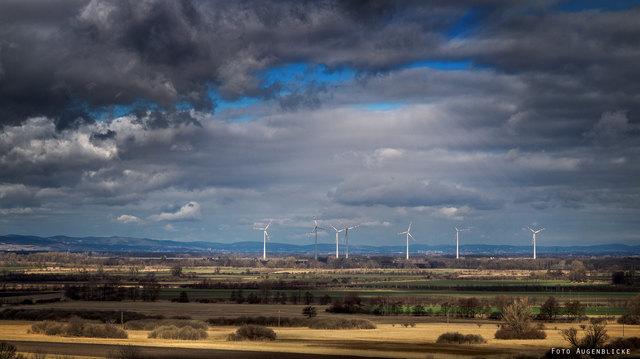 Dunkle Wolken über Enercon: Die Firma, die Betonteile für Windräder produziert, baut Arbeitnehmer ab.