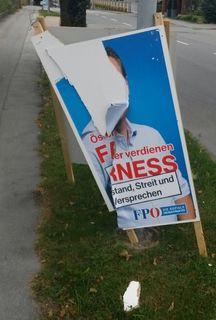 Eines der Plakate, welches dem Zerstörungswahn zum Opfer fiel.