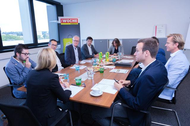 Im Gespräch über die Mobilitätsthemen in Graz und in der Steiermark: WOCHE-Redakeur Alois Lipp (l. außen), Verena Schaupp (Mitte) und Christoph Hofer (r. außen) mit den Diskutanten.