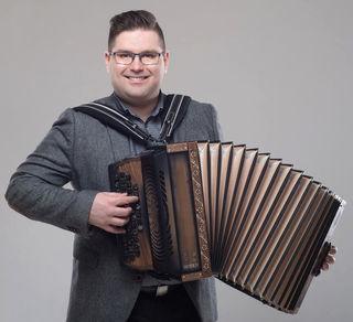 Rošer hat bereits sechs CD's aufgenommen