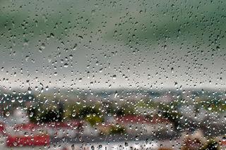 Wetter aktuell Schwechat.. 10,6 Grad, leichter Regen...
