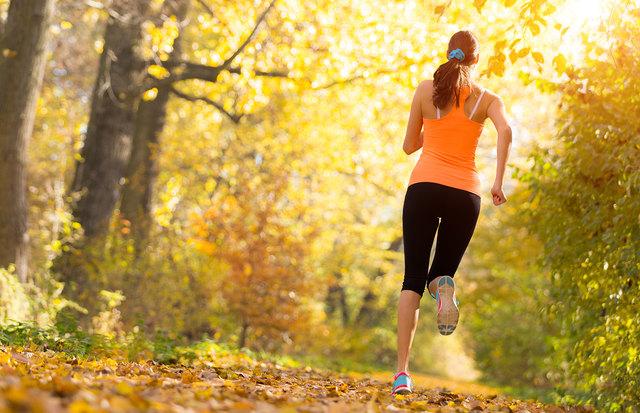Im Herbst zu joggen ist kein Ding der Unmöglichkeit.