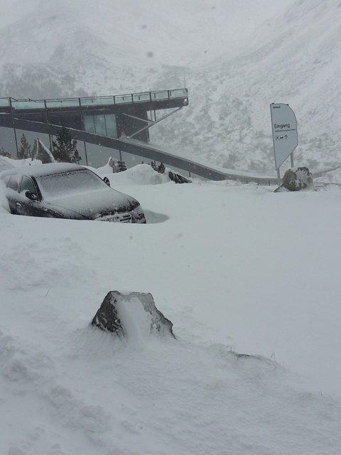 Tiefster Winter im Maltatal: Die Gäste im Berghotel werden vom Verbund-Personal versorgt, die Schneeräumung musste abgebrochen werden