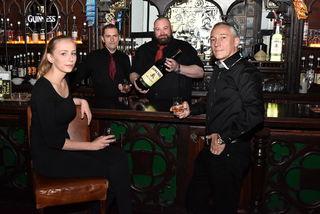 Sorgen für Stimmung: Manager Thomas Wagner (r.) mit den Mitarbeitern Patricia Ballwein, Thomas Ernst und Tony McAdams.