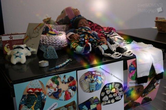 Von dem Erlös der Tombola werden Materialien für Frühchenkleidung und Erinnerungssets für Sternenkinder gekauft.