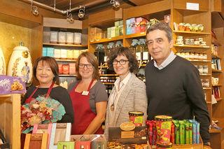 Ein eingespieltes Team: Die Mitarbeiterinnen, Inhaber Adolf Haas und seine Frau Eva gehen auf individuelle Kundenbedürfnisse ein.