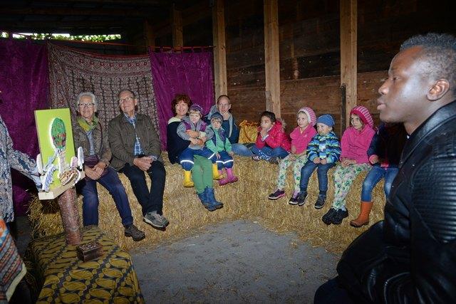 Märchenstunde: Groß und Klein erfreuten sich an den spannenden afrikanischen Märchen.