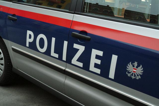 Großeinsatz in Wien-Liesing wegen einer bei Grabungen entdeckten Fliegerbombe.